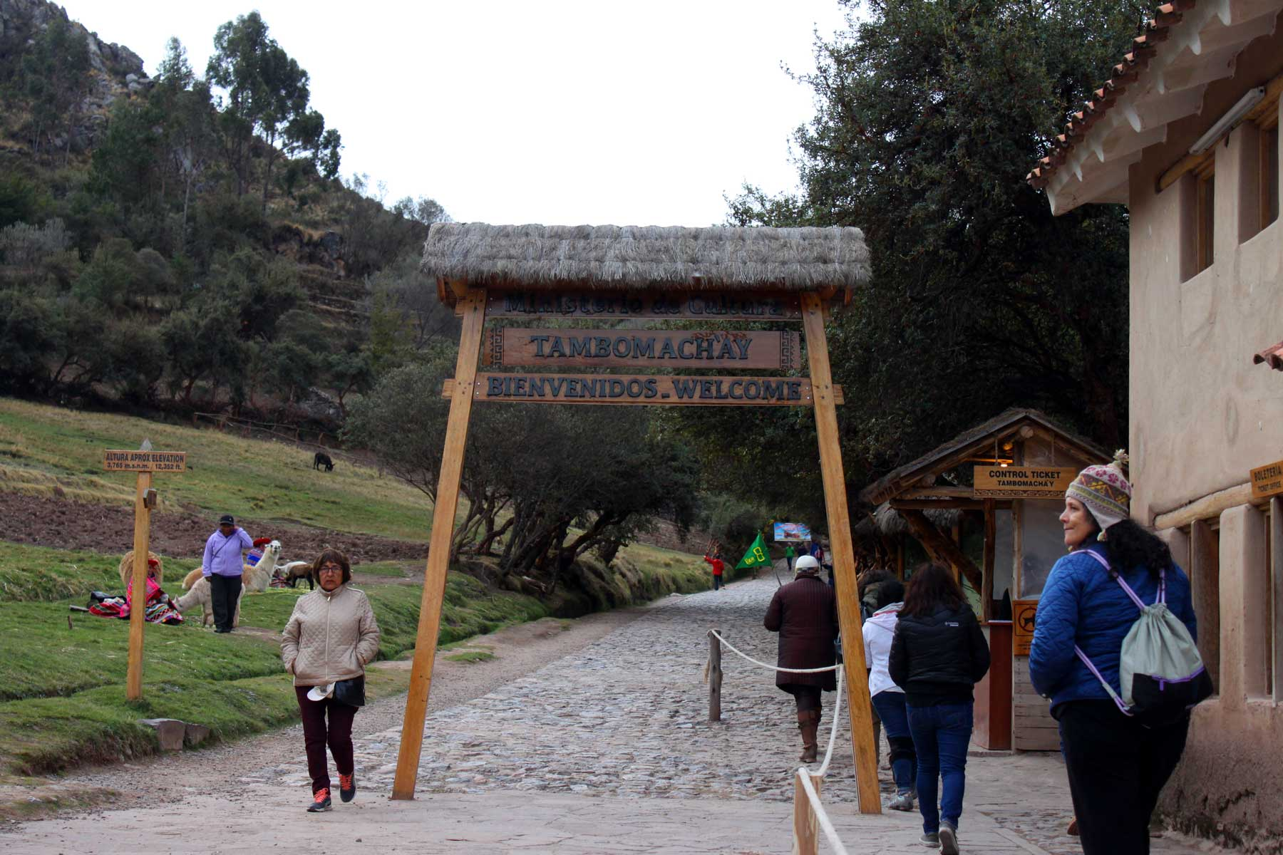 Entrance to Tambomachay