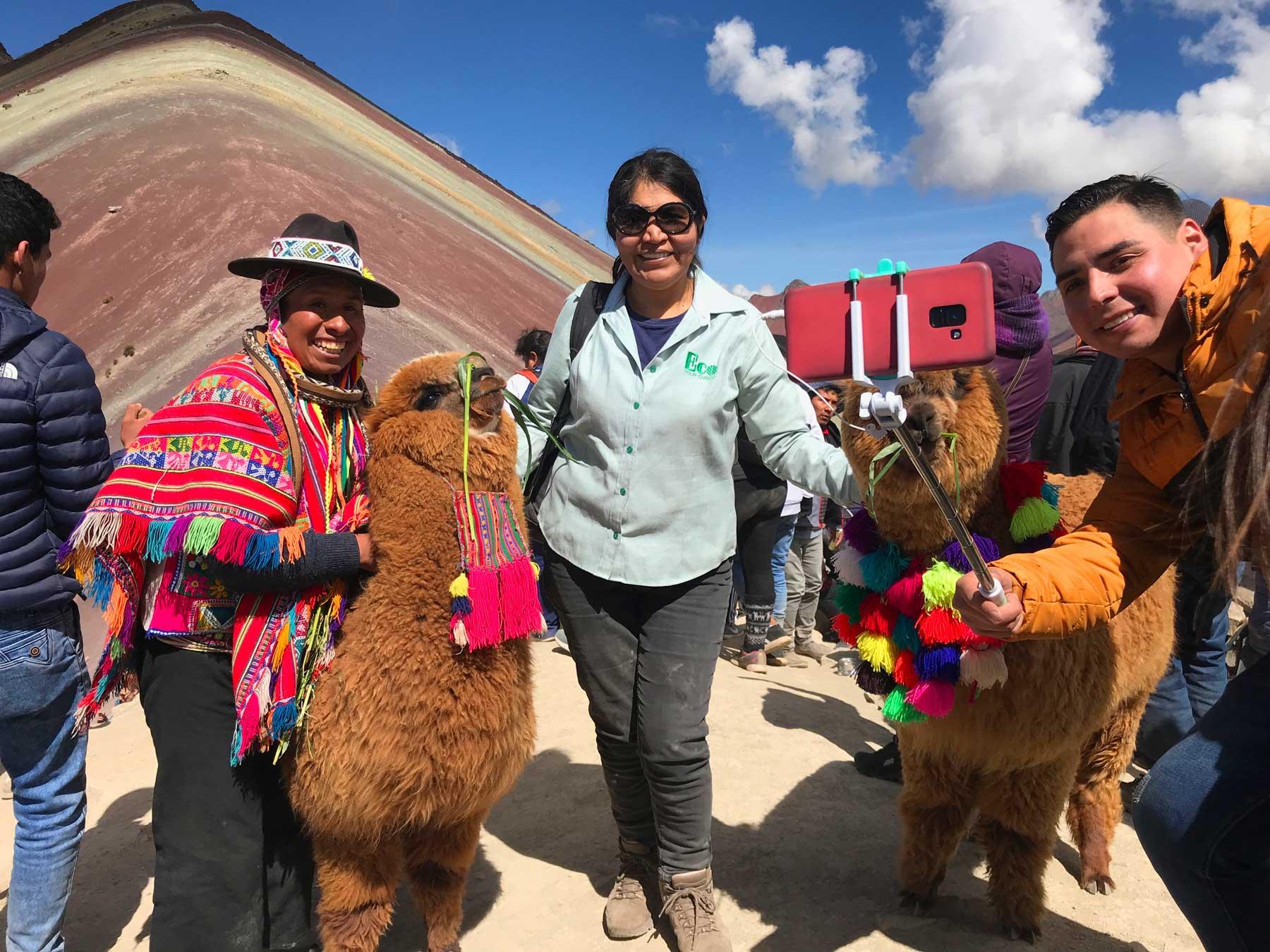 Passageiros do Eco Tour Cusco na Montanha das Cores